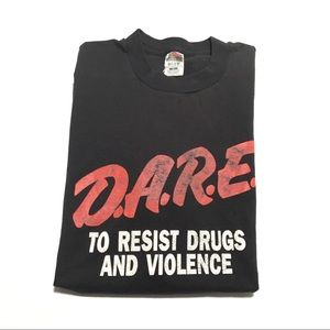 🚔 VTG 90s D.A.R.E. To resist drugs tee